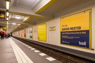 Ein Plakat an der Berliner S-Bahn, Quelle: Badi