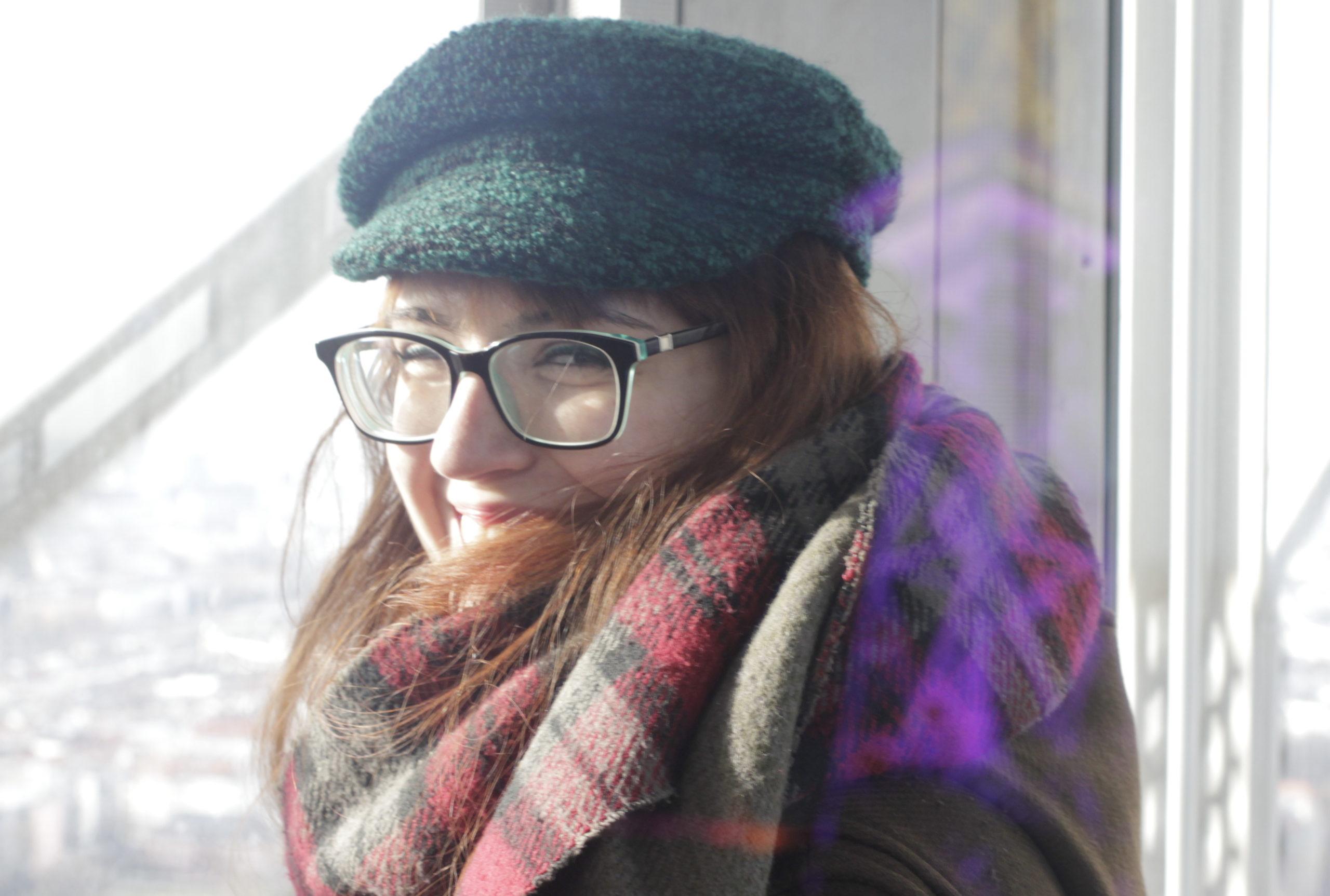 "Zwinkert Delilah hier dem lilafarbenen Funkturm zu? Liegt wohl an der ""Aufzugsanlage""! | Foto: Florenz Gilly"