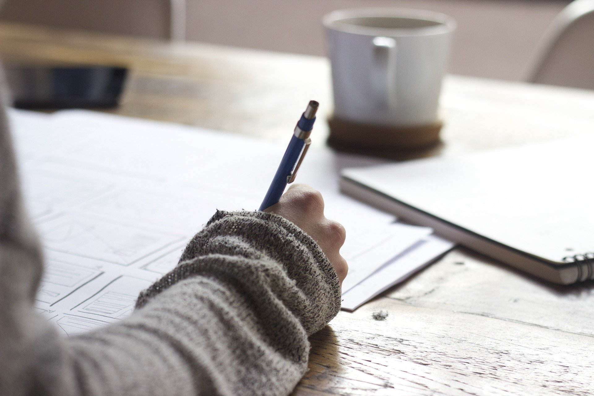 Viele Studierende stellen sich gerade die Frage: Wie kann meine Produktivität während des Studiums von zu Hause erhalten?